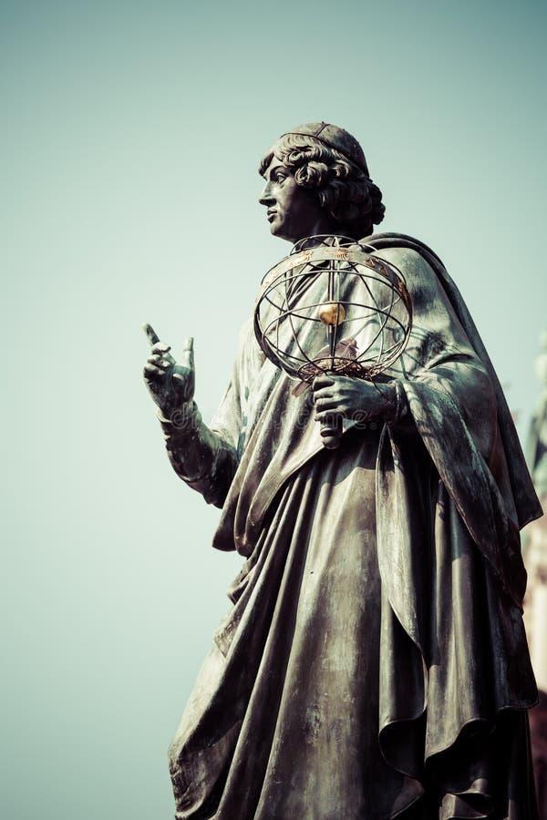 Monumento do grande astrônomo Nicolaus Copernicus, Torun, Polônia imagem de stock royalty free