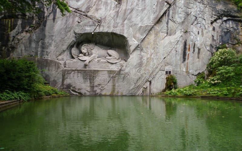 Monumento do leão em switzerland foto de stock royalty free