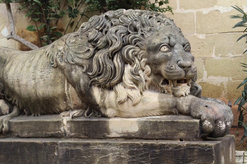 Monumento do leão no presidente Palácio, Malta foto de stock royalty free