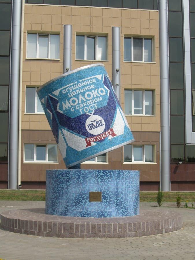 Monumento do leite condensado em Rogachev, Bielorrússia fotos de stock