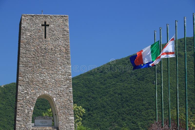Monumento do Ossuary de Sant 'Anna di Stazzema Memorial do massacre nazista do 12 de agosto de 1944 foto de stock