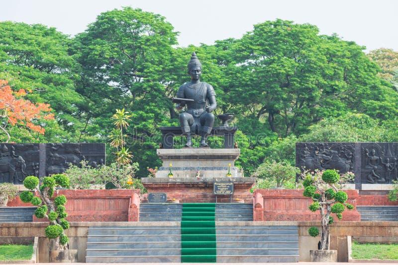 Monumento do rei Ramkhamhaeng no parque histórico de Sukhothai foto de stock