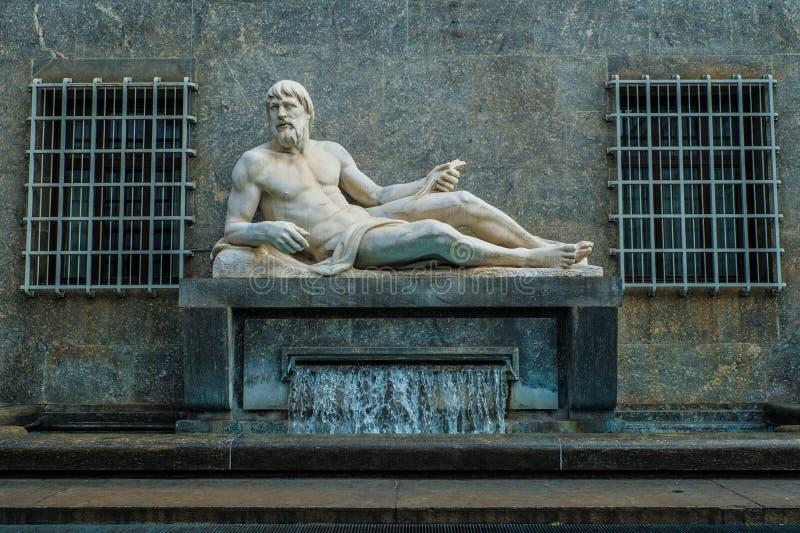 Monumento do Rio Pó, Turin, Piedmont, Itália imagens de stock