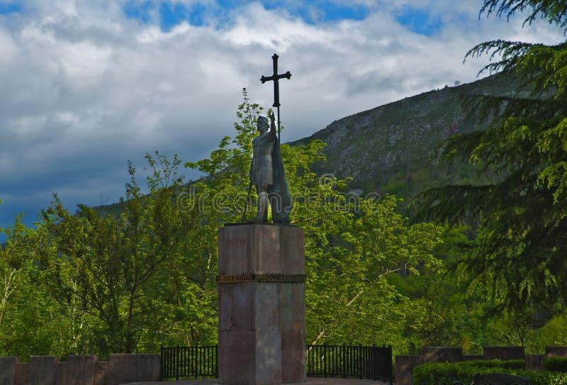 Monumento do ` s de Don Pelayo, Covadonga, as Astúrias, Espanha imagem de stock