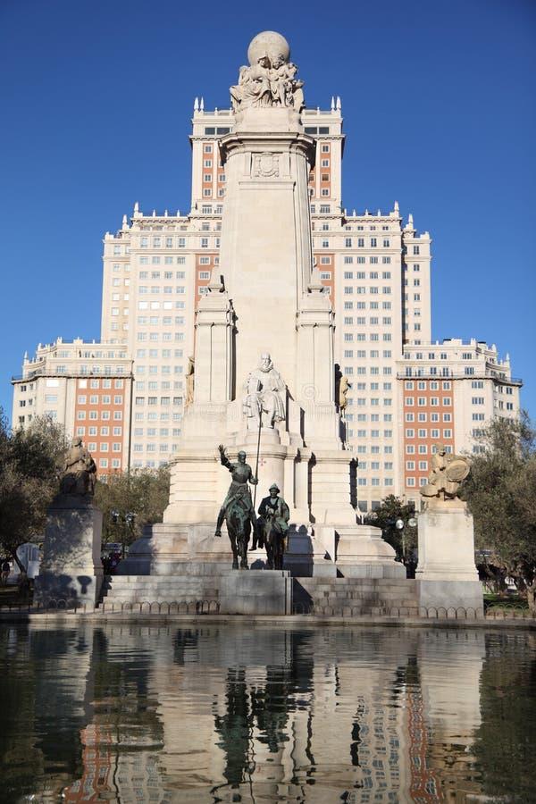 Monumento a Don Quixote y a Sancho Panza imágenes de archivo libres de regalías
