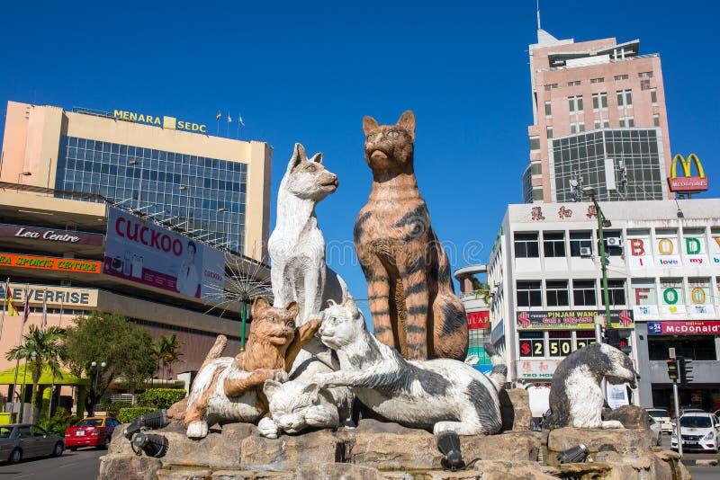 Monumento dos gatos no Kuching do centro, Malásia fotografia de stock