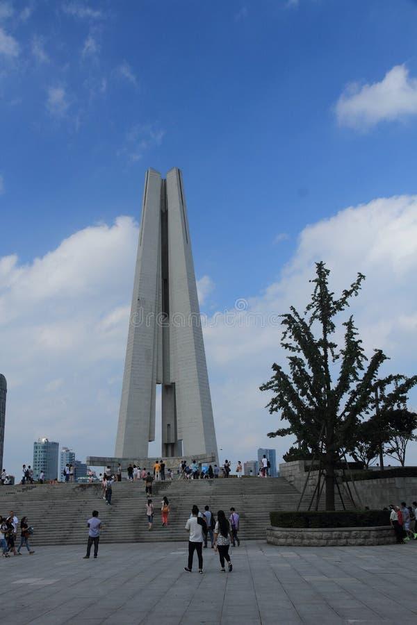 Monumento dos heróis do pessoa de Shanghai imagens de stock