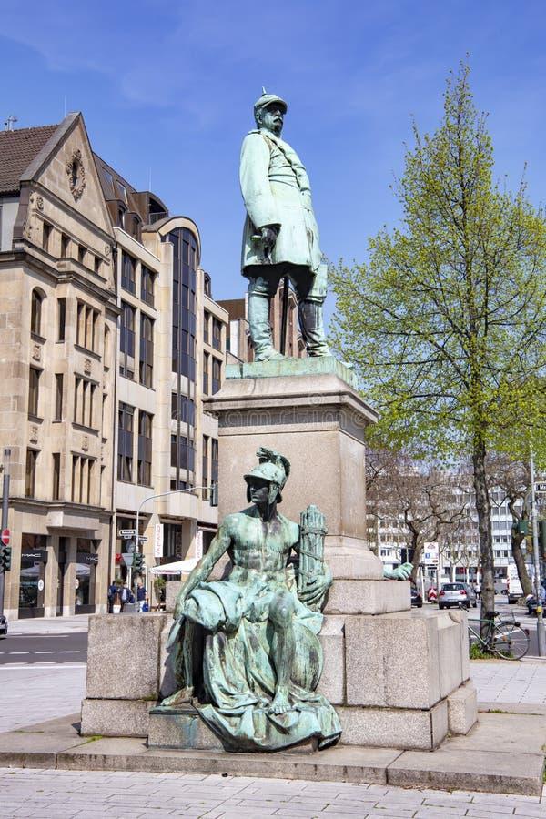 Monumento en Düsseldorf, monumento de bronce de Bismarck del canciller alemán del hierro fotos de archivo libres de regalías