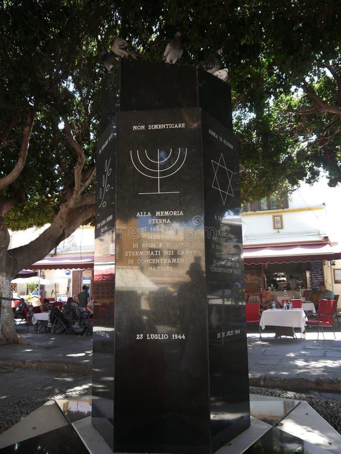 Monumento en el cuarto judío en la ciudad de Rodas a las víctimas del holocausto foto de archivo