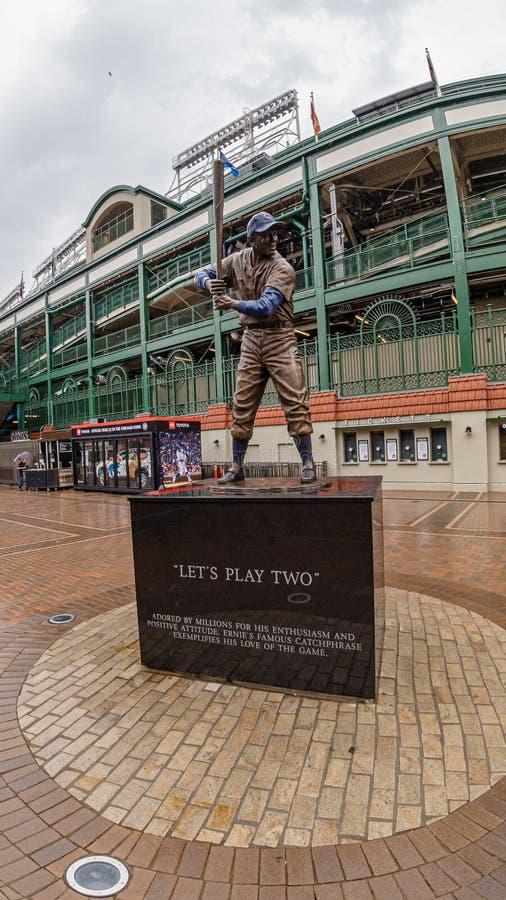 Monumento en el estadio de béisbol del campo de Wrigley - CHICAGO, los E.E.U.U. - 10 DE JUNIO DE 2019 imágenes de archivo libres de regalías