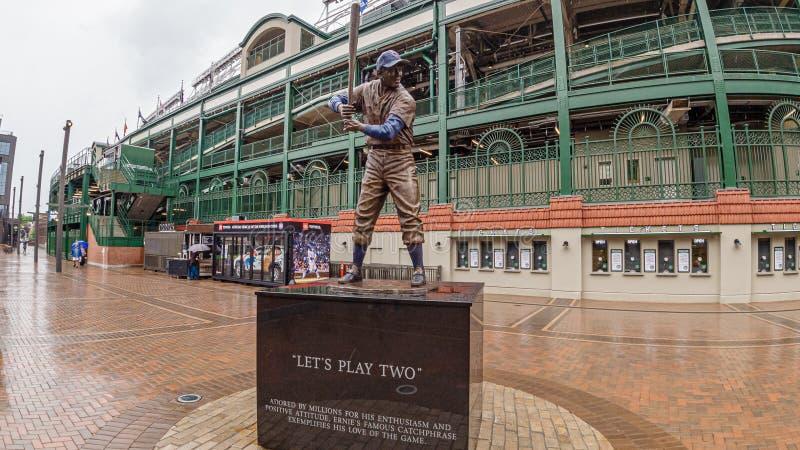 Monumento en el estadio de béisbol del campo de Wrigley - CHICAGO, los E.E.U.U. - 10 DE JUNIO DE 2019 imagen de archivo libre de regalías