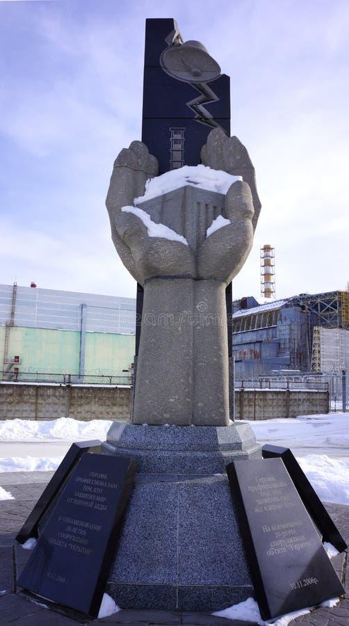 Monumento en la central eléctrica de Chernóbil imagenes de archivo