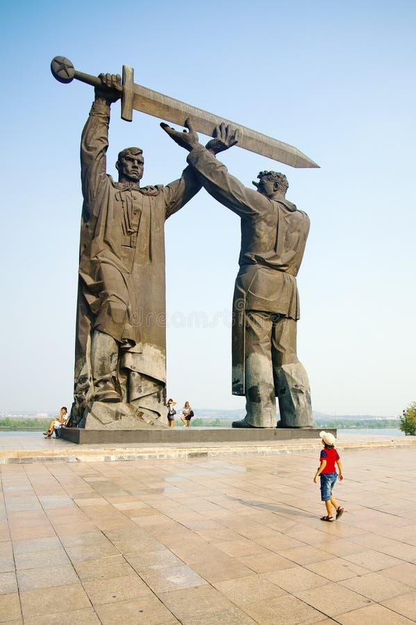 Monumento en Magnitogorsk imagen de archivo