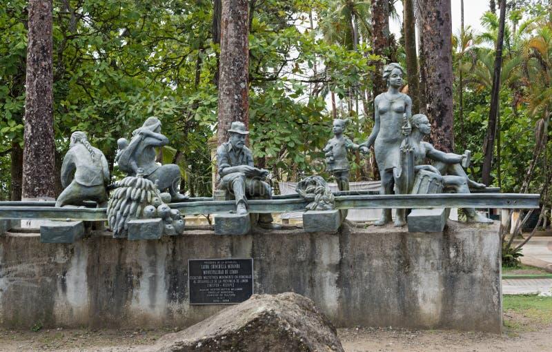 Monumento en Parque Vargas, parque de la ciudad en Puerto Limon, Costa Rica imagenes de archivo