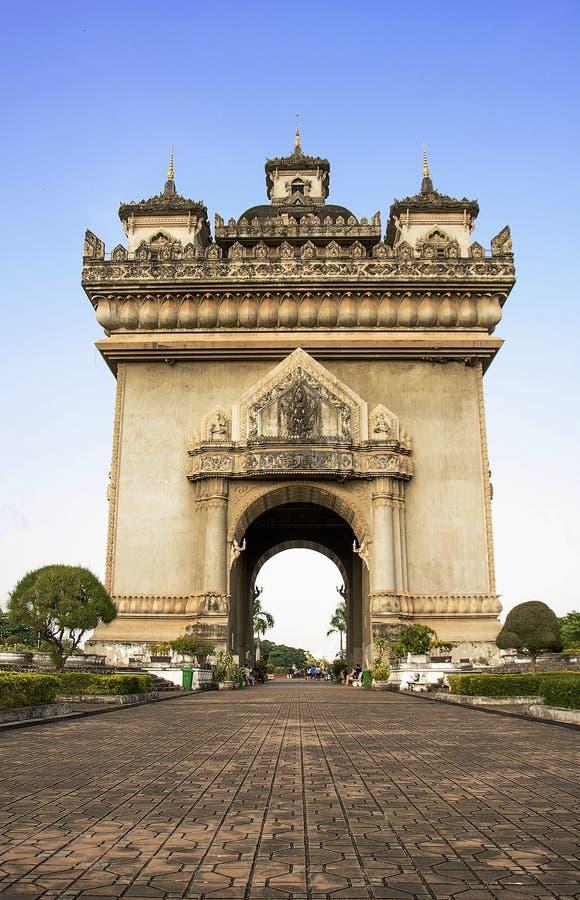 Monumento en Vientián, la capital del arco de Patuxai de Laos fotografía de archivo libre de regalías