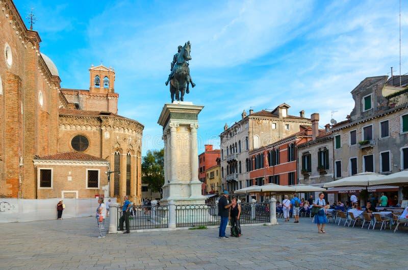 Monumento equestre ao condotieru Bartolomeo Colleoni na praça Santi Giovanni e Paolo, Veneza, Itália fotos de stock royalty free