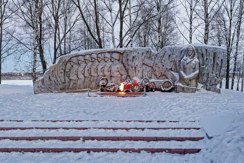Monumento eterno del Flame War en la pequeña ciudad de Poshekhonie, Yaroslavl foto de archivo libre de regalías