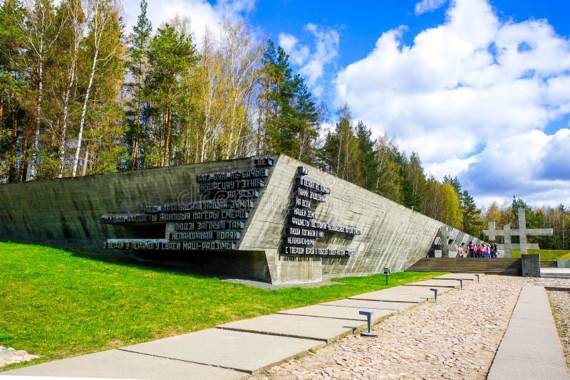 Monumento fascista de los campos del complejo conmemorativo de Khatyn imagen de archivo