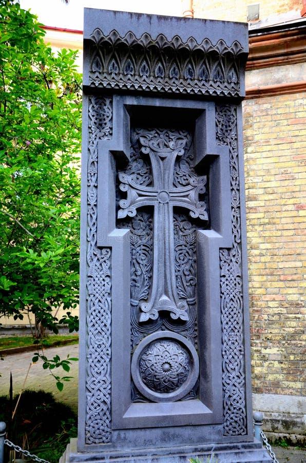 Monumento georgiano de la iglesia ortodoxa con la marca Batumi muerto Georgia de la cruz t del crucifijo fotografía de archivo