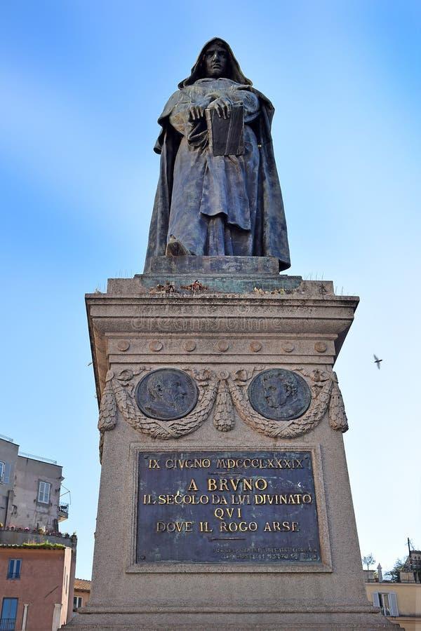 Monumento a Giordano Bruno en el dei cuadrado Fiori de Campo en Roma fotografía de archivo