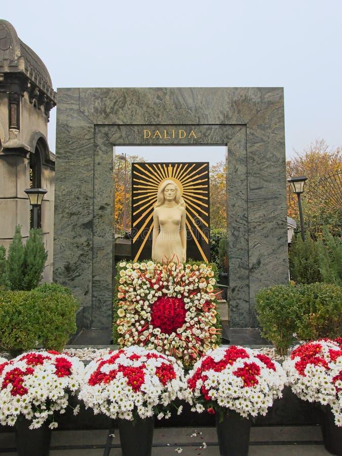 Monumento grave del cantante francese Dalida nel cimitero di Montmartre, Francia immagine stock libera da diritti