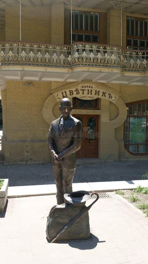 Monumento Ippolit Matveyevich Vorobyaninov nel giardino floreale del parco della citt? di Pjatigorsk fotografia stock