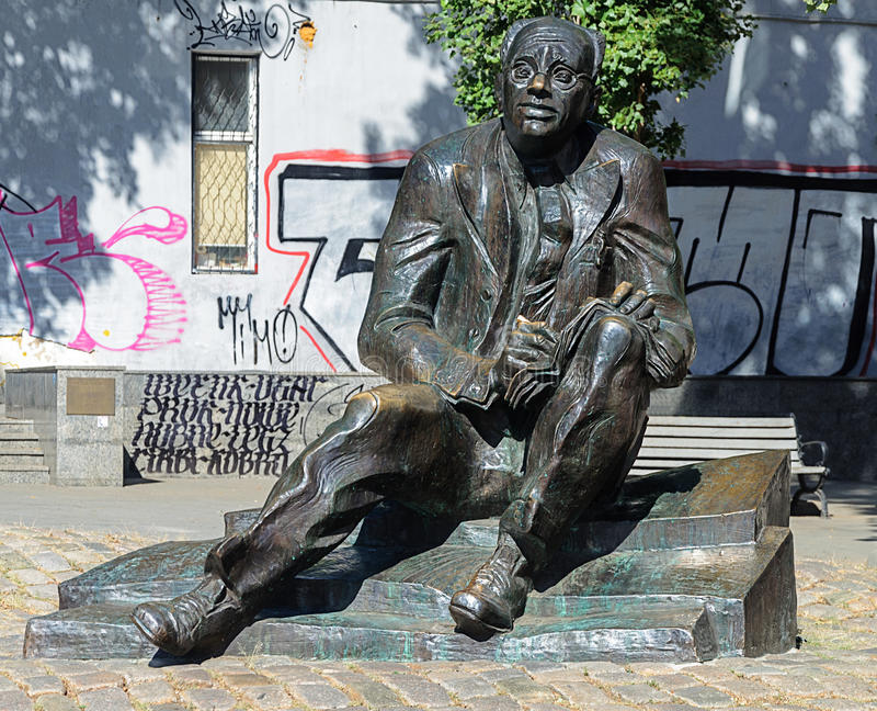Monumento a Isaak Babel em Odessa imagens de stock royalty free
