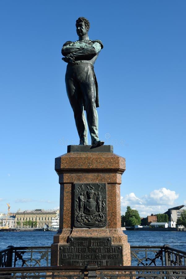 Monumento a Ivan Kruzenshtern en St Petersburg, Rusia fotografía de archivo