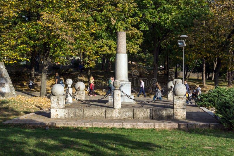 Monumento a Kniaz Milán en la fortaleza de la ciudad del Nis, Serbia foto de archivo