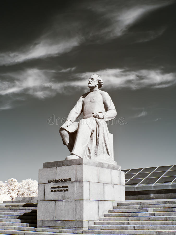 Monumento Konstantin Tsiolkovsky Foto infrarroja imagen de archivo libre de regalías