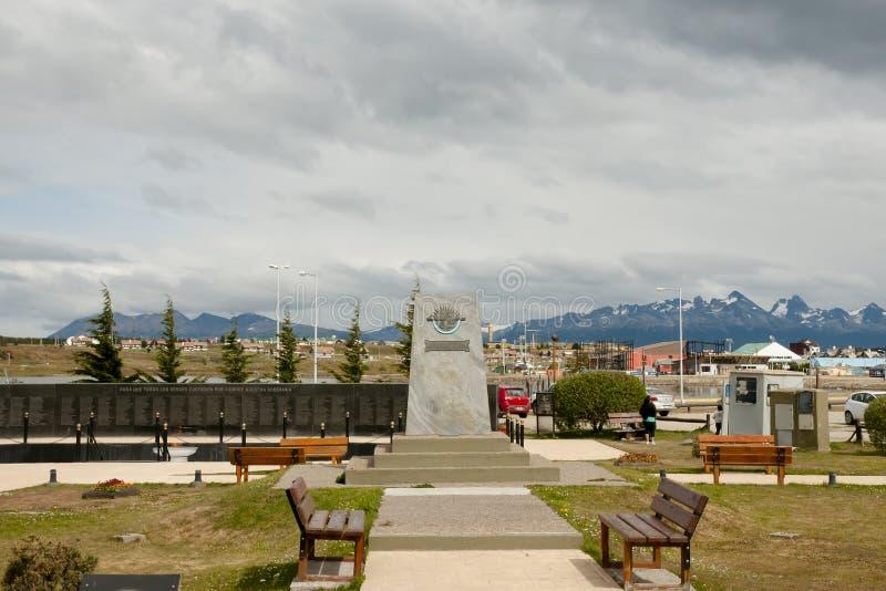 Monumento a la batalla de las islas de Malvinas - Ushuaia - la Argentina fotografía de archivo