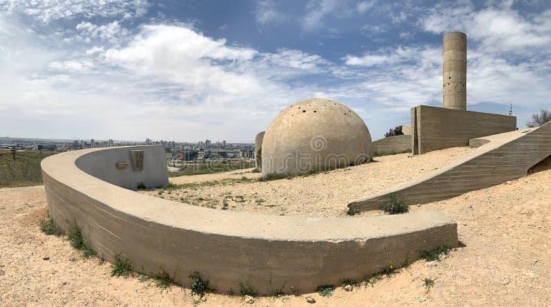 Monumento a la brigada de Negev al lado de la cerveza Sheva fotografía de archivo