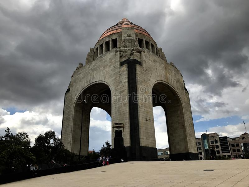 Monumento a la revolución mexicana en un día nublado fotos de archivo libres de regalías