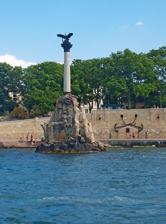 Monumento a las naves barrenadas en Sevastopol fotos de archivo
