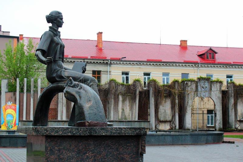 Monumento a Lesya Ukrainka em Kovel, Ucr?nia foto de stock royalty free