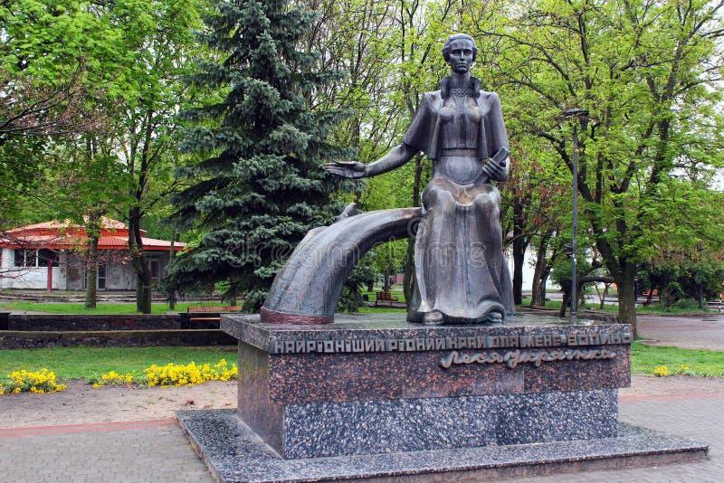 Monumento a Lesya Ukrainka em Kovel, Ucr?nia fotos de stock
