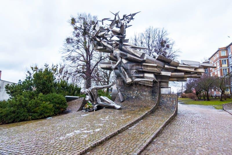 Monumento a los defensores de la oficina de correos que construye - la primera defensa heroica de la Segunda Guerra Mundial Gdans fotografía de archivo