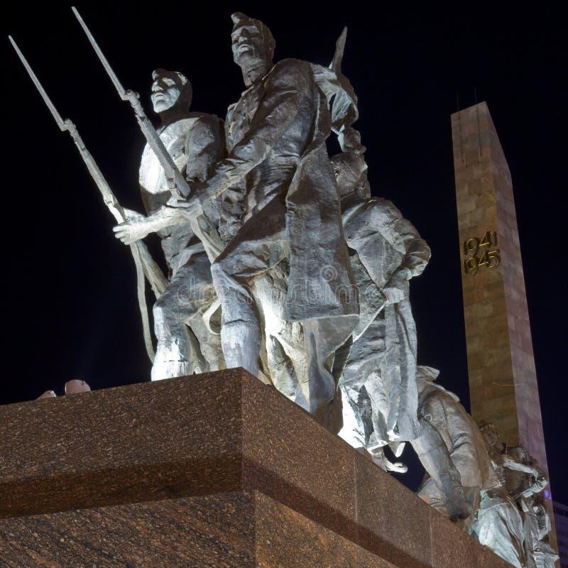 Monumento a los defensores heroicos de Leningrad imagen de archivo
