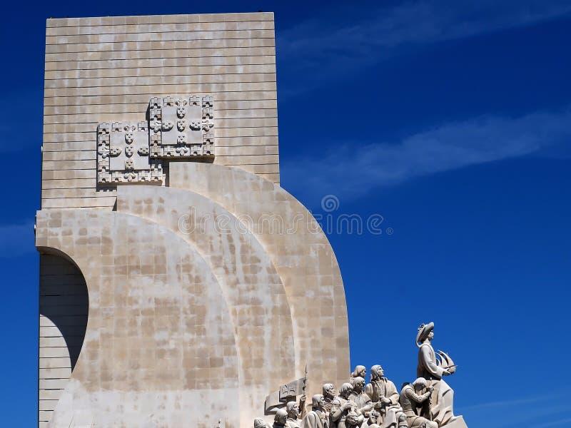 Monumento a los descubrimientos en Lisboa en Portugal imagenes de archivo