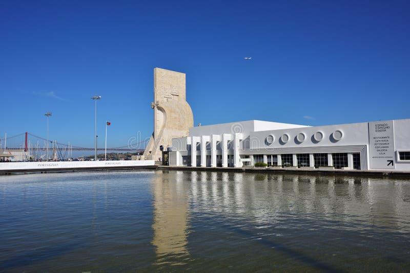 Monumento a los descubrimientos Lisboa Portugal imagenes de archivo