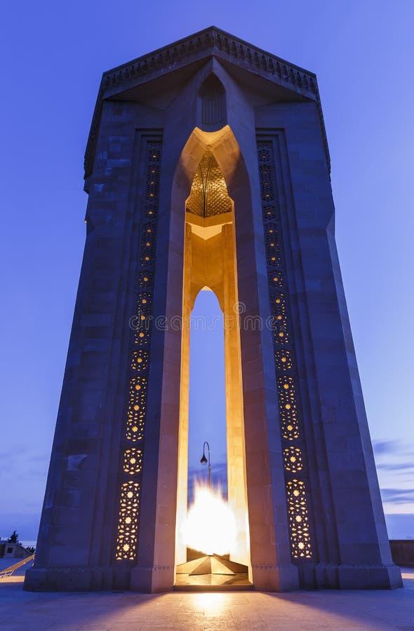 Monumento a los héroes en la salida del sol baku azerbaijan foto de archivo libre de regalías