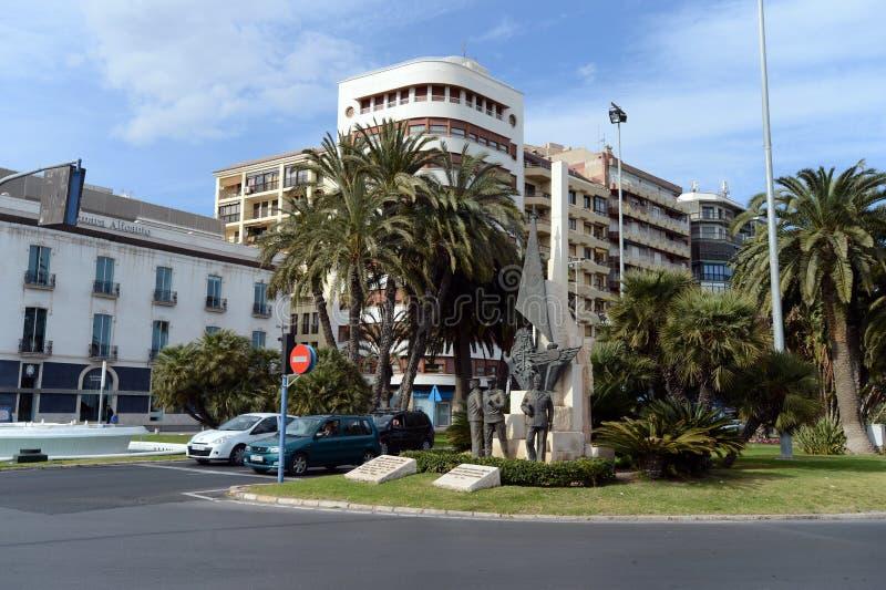 Monumento a los militares españoles en el cuadrado del mar en Alicante fotografía de archivo