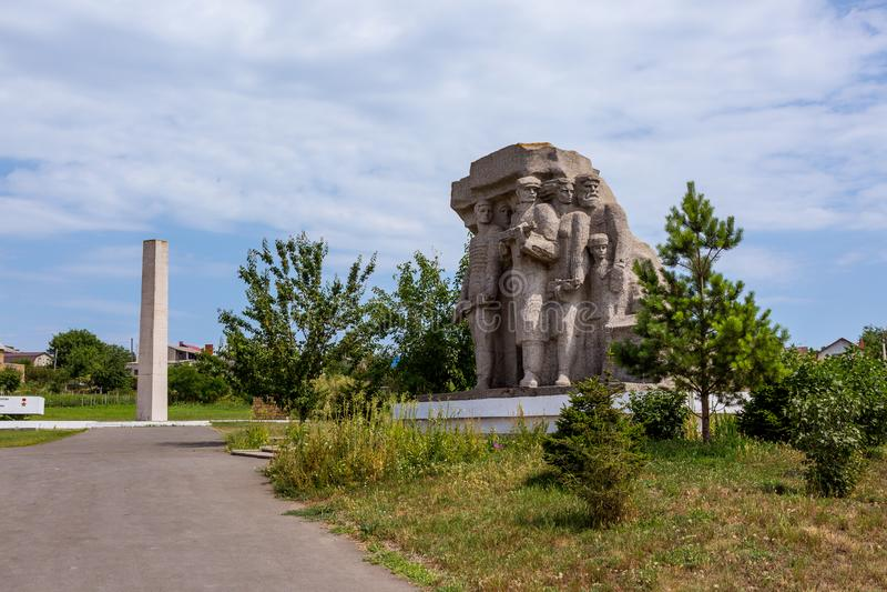 Monumento a los partidarios que lucharon contra fascismo en Odessa imagen de archivo