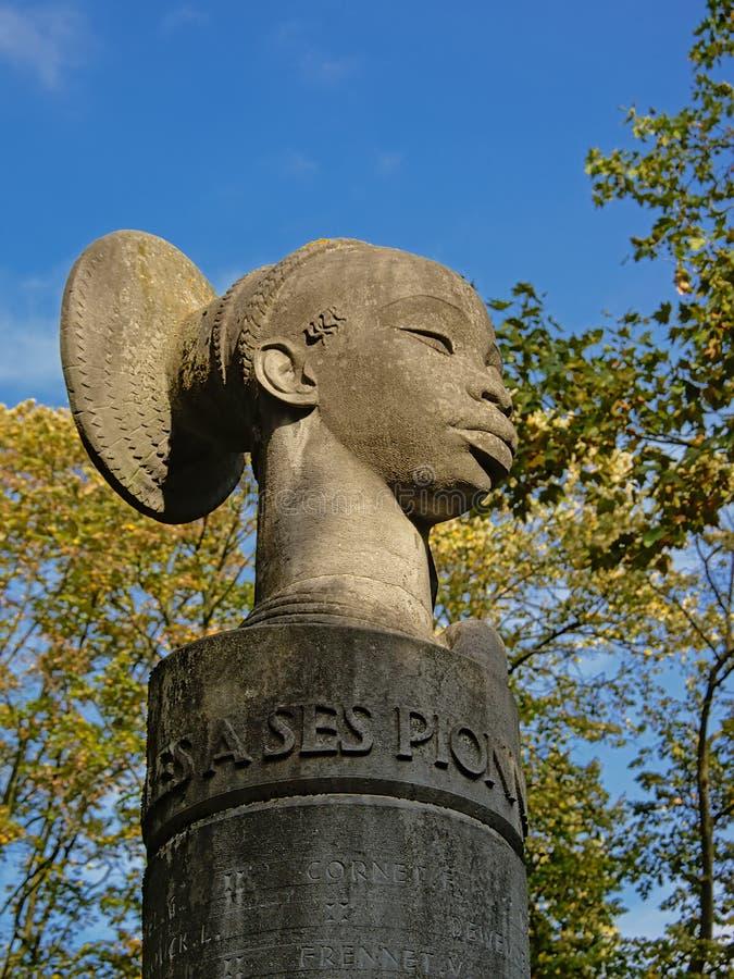 Monumento a los pioneros coloniales en Congo de la ciudad del thee de Ixelles fotos de archivo libres de regalías