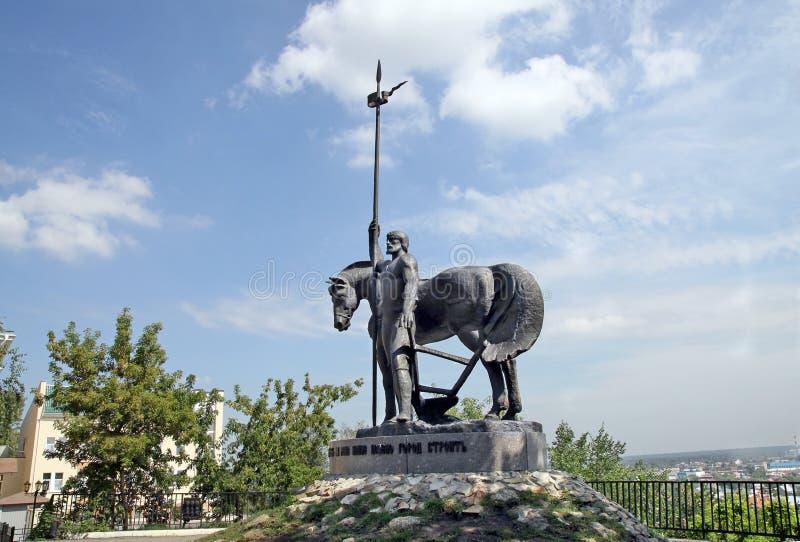 Monumento a los primeros colonos en Penza imagen de archivo