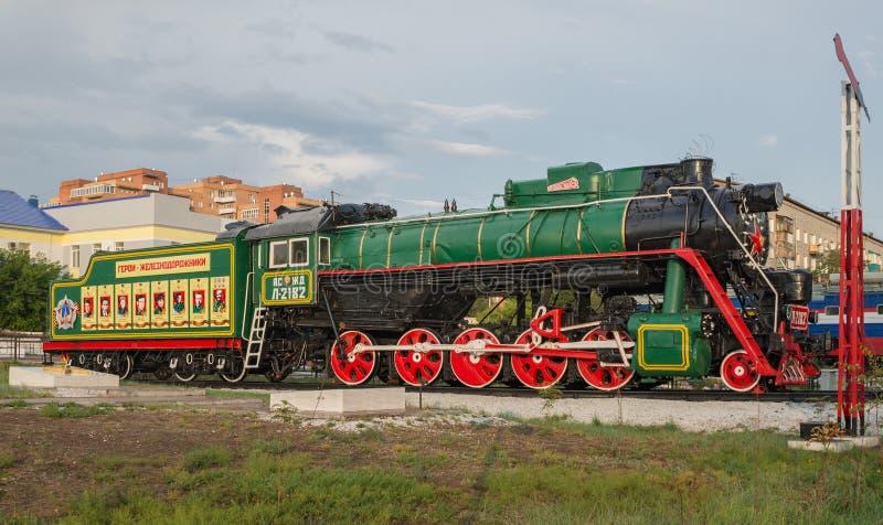 Monumento a los trabajadores ferroviarios en el ferrocarril fotos de archivo