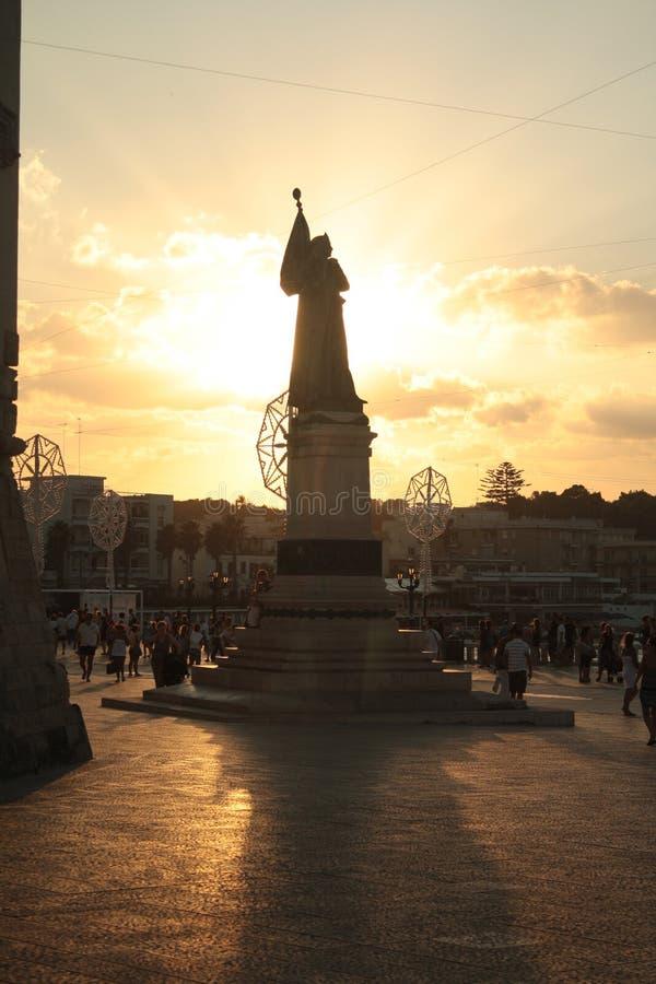 Monumento memorável no por do sol, Puglia dos mártir de Otranto, Itália imagens de stock