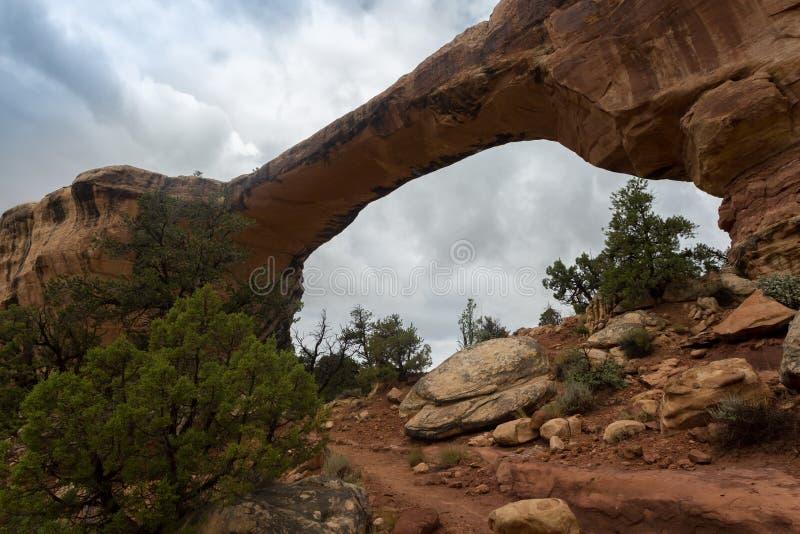 Monumento nacional de los puentes naturales en Utah fotos de archivo libres de regalías