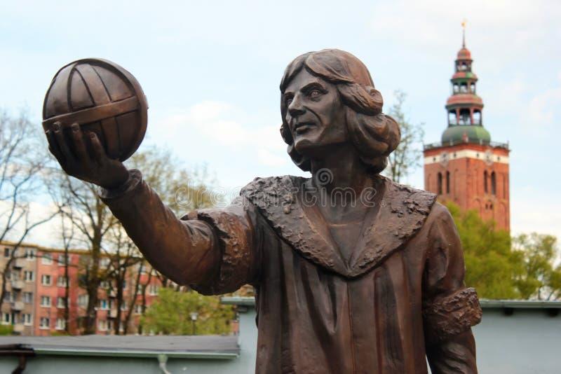Monumento a Nicolaus Copernicus em Lidzbark Warminski, Polônia fotografia de stock