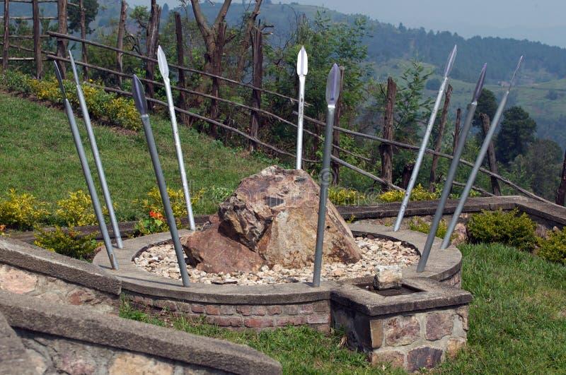 Monumento no local do memorial de Bisesero fotos de stock